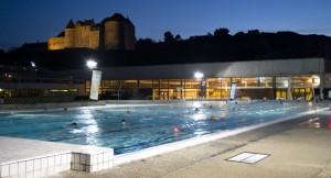 La piscine sous la bienvaillance du Château